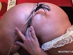 Sexy mature gets horny and...
